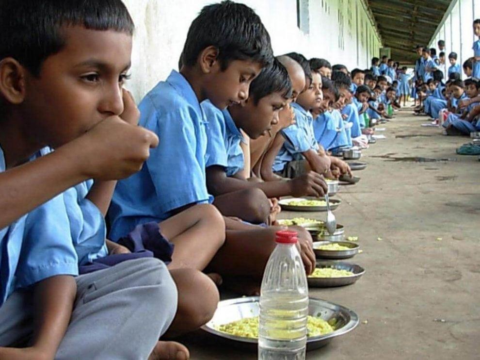 মধ্যাহ্ন ভোজন কর্মীদের ধরনা গোরেশ্বর,গুয়াহাটিতে