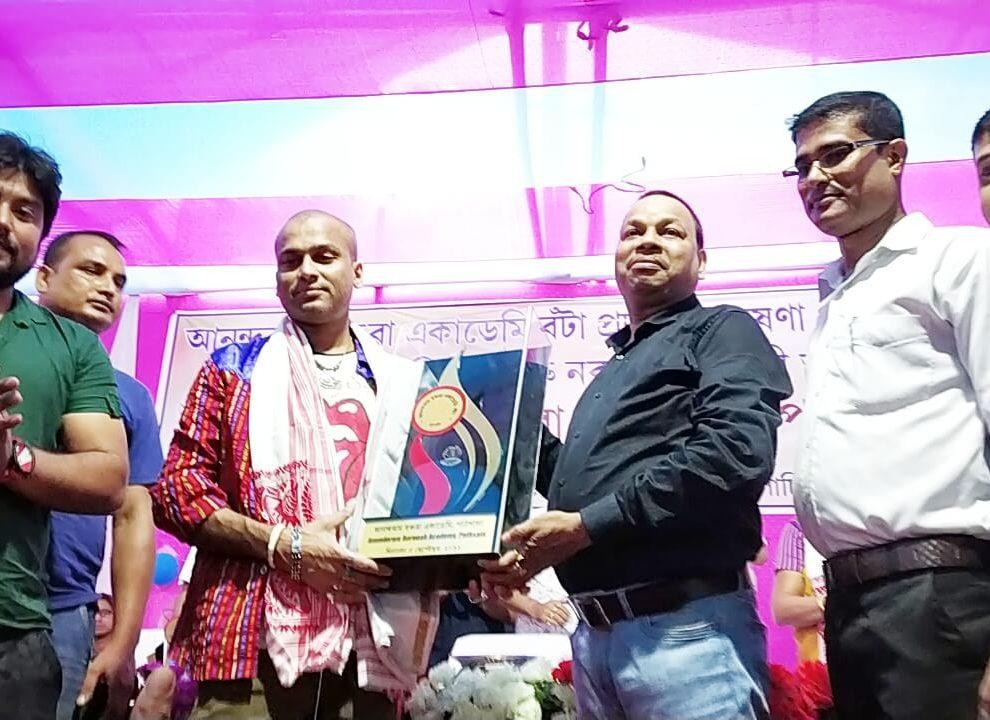 আনন্দরাম বরুয়া পুরস্কার পেলেন জুবিন