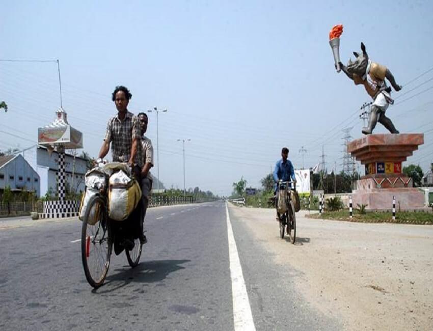 ভারত বনধে পঙ্গু অসমের স্বাভাবিক জীবন,গুয়াহাটিতে ব্যারিকেড ভাঙলো প্ৰতিবাদকারীরা