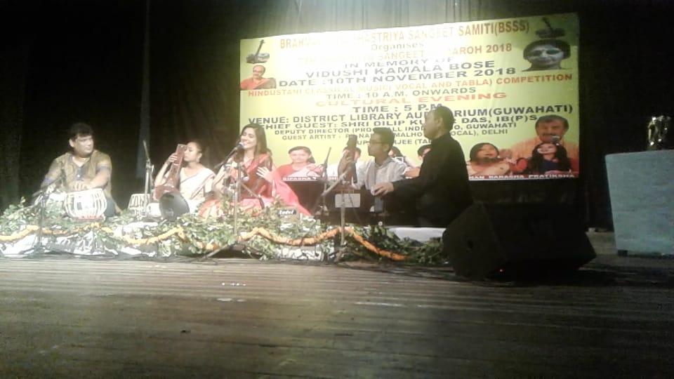 শাস্ত্ৰীয় সংগীতানুষ্ঠানে মুখর গুয়াহাটি জেলা গ্ৰন্থাগার প্ৰেক্ষাগৃহ