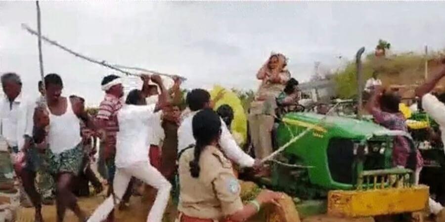 তেলেঙ্গানায় মহিলা বন আধিকারিককে নির্মম প্ৰহার টিআরএস কর্মীদের