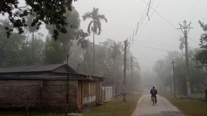 শীত জাঁকিয়ে পড়েছে জলপাইগুড়িতে,তুষারপাত সান্দাকফুতে