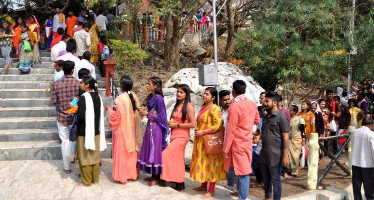 শিবরাত্ৰিতে মহানগরীর উমানন্দ মন্দিরে ভক্তের ঢল
